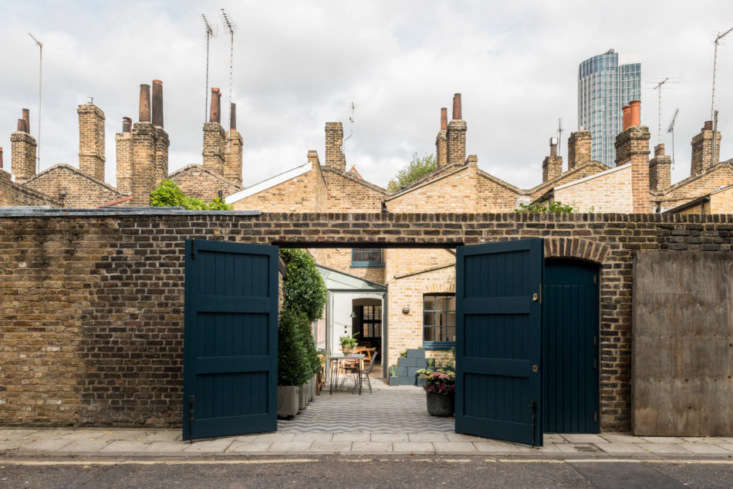 the courtyard is designed as a fuss free urban garden with diy planters of pain 22