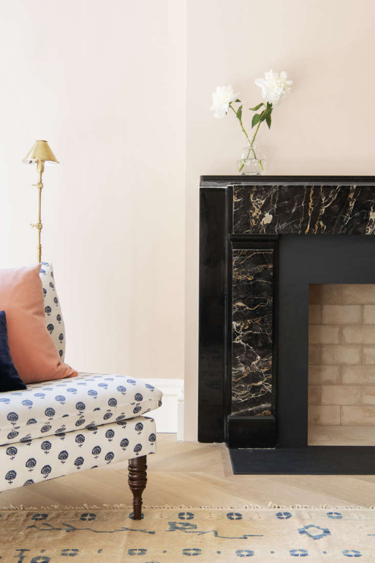 the room&#8\2\17;s greek revival portoro marble mantel was sourced from dem 26