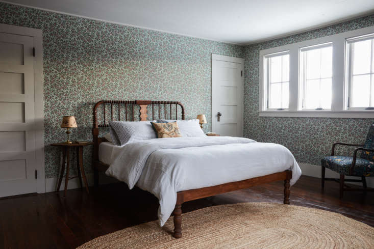 The Jill guest rooms feature wallpaper fromBradbury and Bradbury. Percy fashioned the bed for this room, as well as the adjacent Jack room, by using the head and foot boards of a vintage Jenny Lind bed.