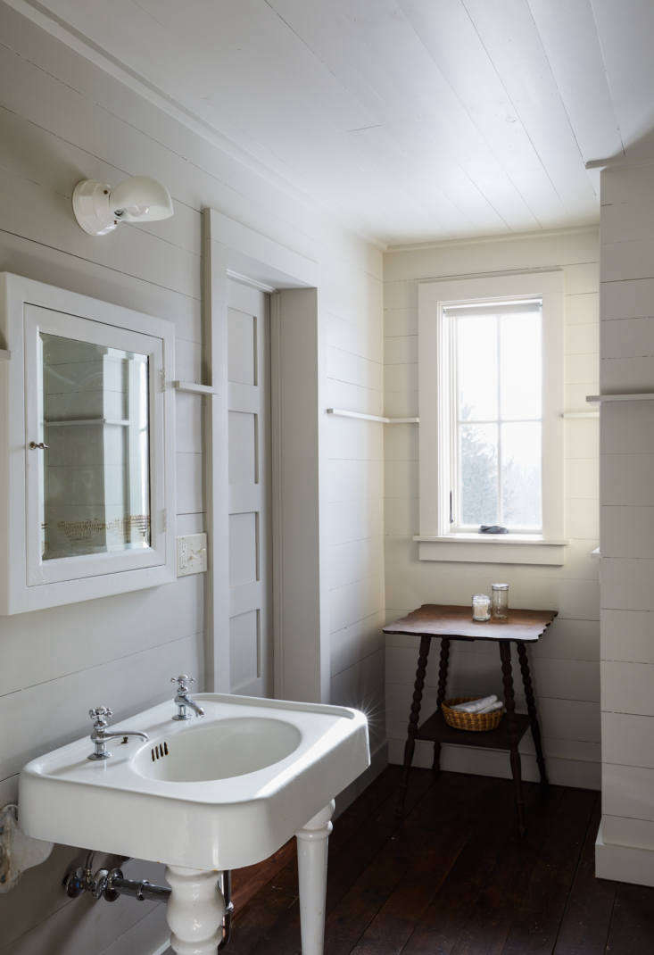 Tara and Percy applied more floor-to-ceiling paneling, painted in Revere Pewter, to the guest room bath.