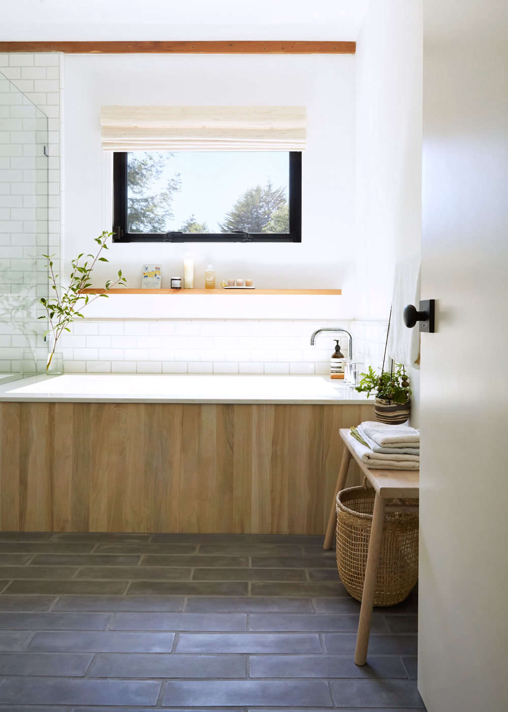 The wood-grained ceramic exterior tub tile is from Vallelunga & Co. (VL-3006 Tabula Miele). &#8