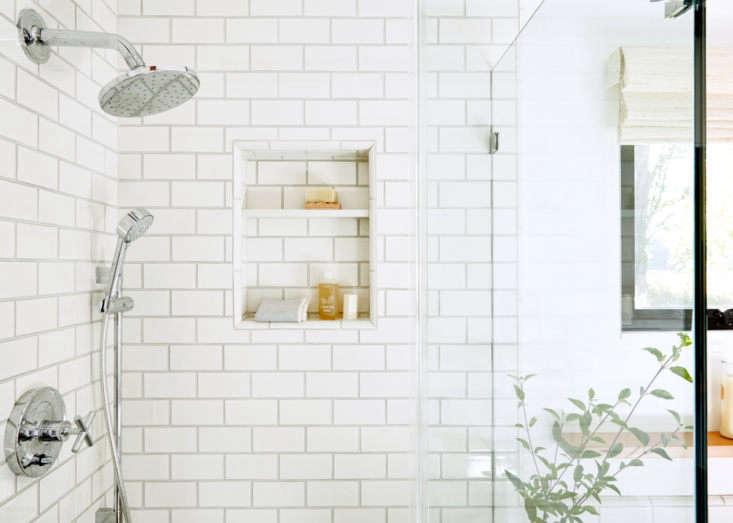 lola design bathroom aya brackett 11
