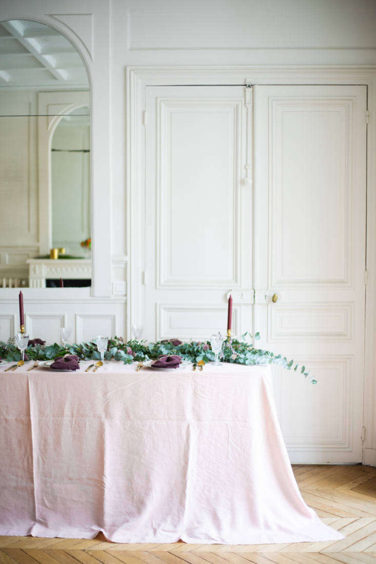 aki&#8\2\17;s pink hued tablescape feels more fresh than the typical christ 9
