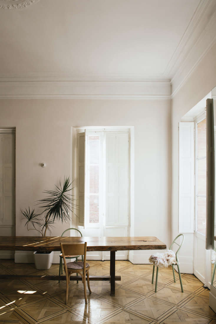 La Vie en Rose Inside a Costumiers Dreamlike DIY Maison in France Mismatched chairs Sathal has collected surround the table. The tiny white wall sconces that appear throughout the house are from Zangra.