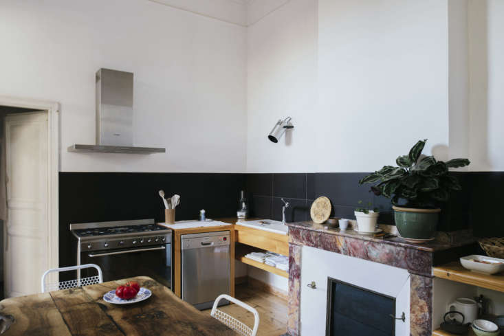 Sathal designed the simply fitted kitchen around the mantel. &#8