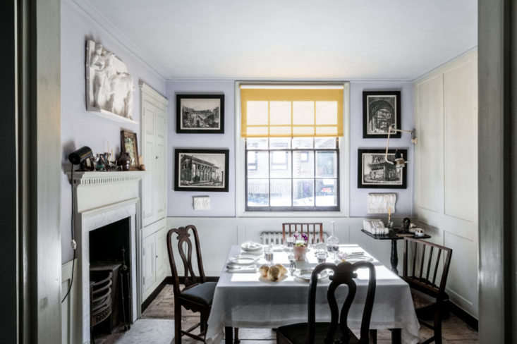The pale lavender on the walls in the dining room is a mix ofcochineal (a red pigment made in part from crushed South American beetles, according to the Times) and blue verditer (a pigment from the th century that he sources from an elderly Englishman who hand-mixes it).Felgueiras would later use the same shade in Strawberry Hill House, a Gothic Revival villa he helped to restore. The bookbinder blinds are from Marianna Kennedy.