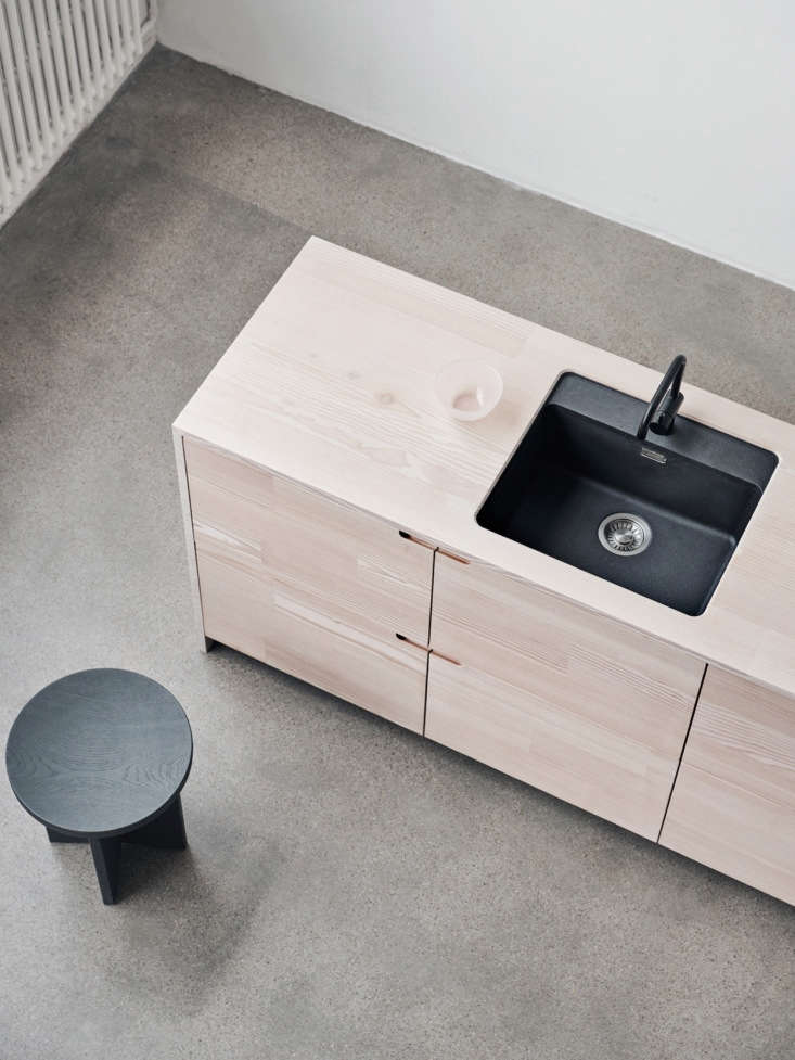 The countertops aremade of the same solid, reclaimed Douglas fir from Dinesen that is used for the fronts.