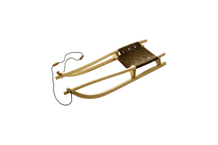 alexa rounds up the best old fashioned snow sleds in \10 easy pieces: snow sled 10