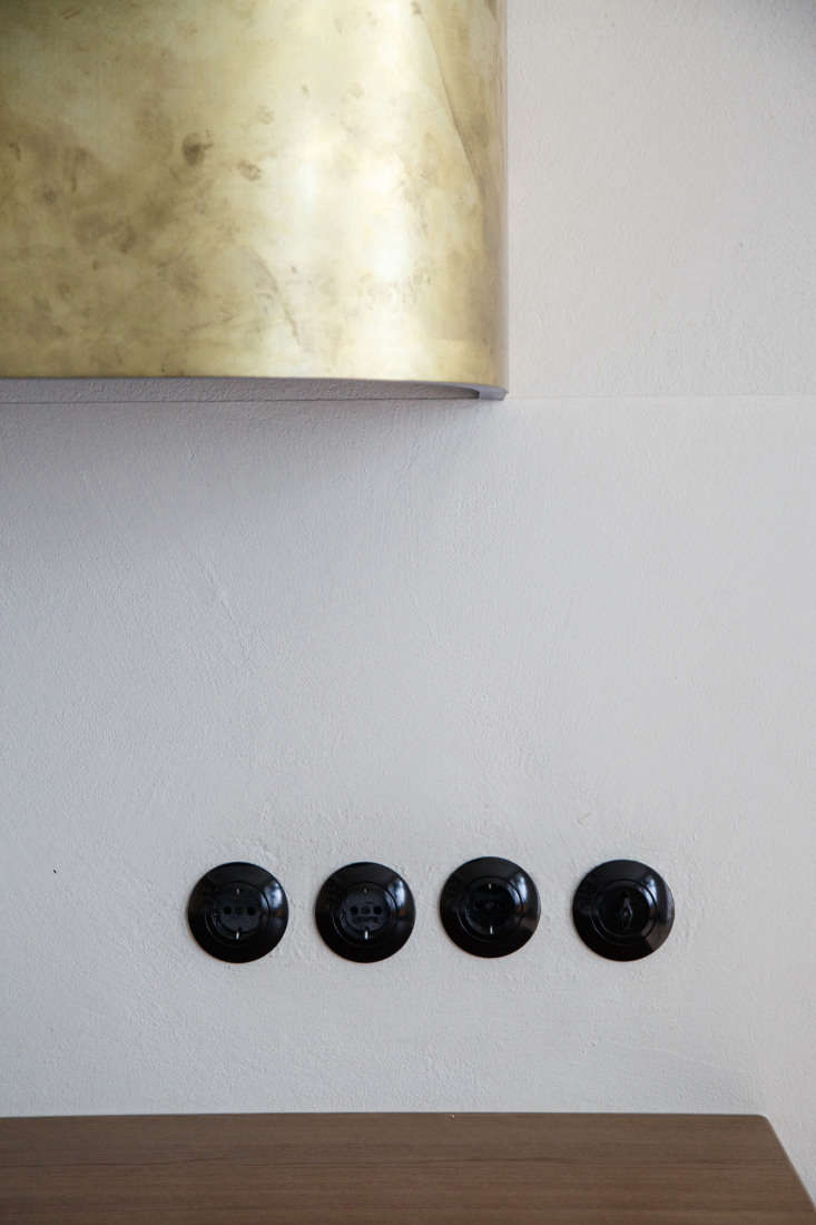 The black bakelite electrical outlets and light switches are from Berker of Germany&#8