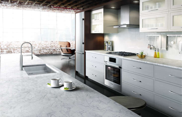 A streamlined urban kitchen with appliances by Bosch.