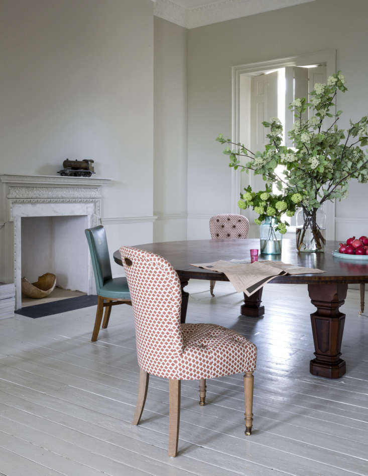 Mamma Mia Music Producer Nick Gilpins Stylishly Revived Georgian Manse &#8\2\20;Matching dining chairs where would have created too much of a visual block,&#8\2\2\1; says Howe. He and Harding mixed Made by Howe tufted Salon Chairs with \1930s Art Deco Dining Chairs in their original turquoise leather. Photograph by Claudia Rocha courtesy of Howe.