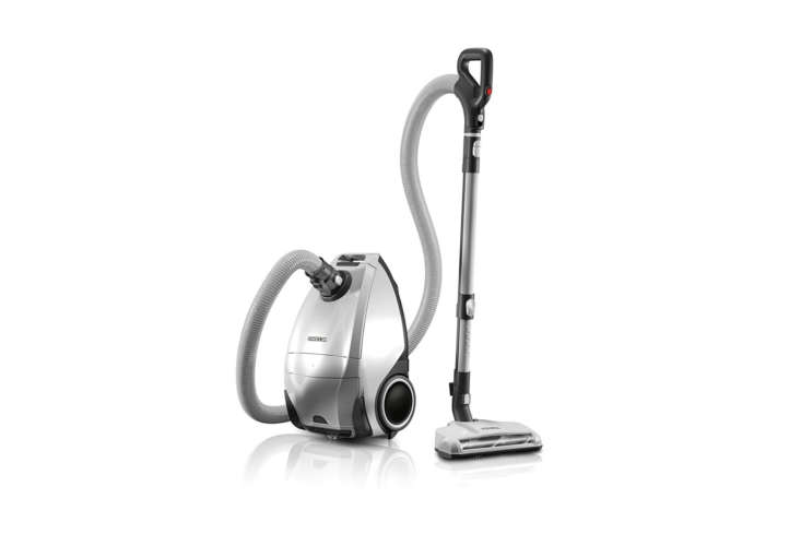 the oreck venture pro multi floor bagged canister vacuum has, according to the  12