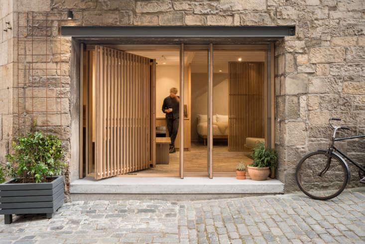 Izat Arundell repurposed the original north-facing entry introducing &#8