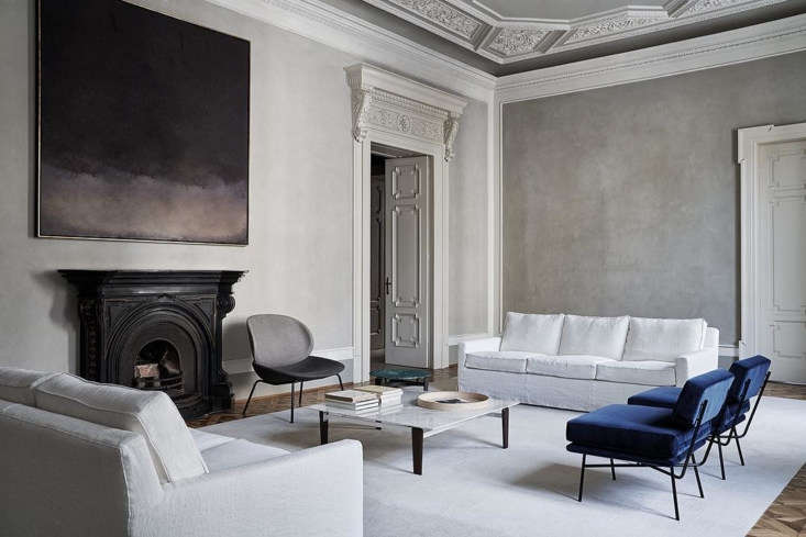 Another sofa by Belgian designer Vincent Van Duysen, this time for Arflex: the Cousy Sofa. Shown here in white linen slipcover (the sofa is available with the addition of the customer&#8