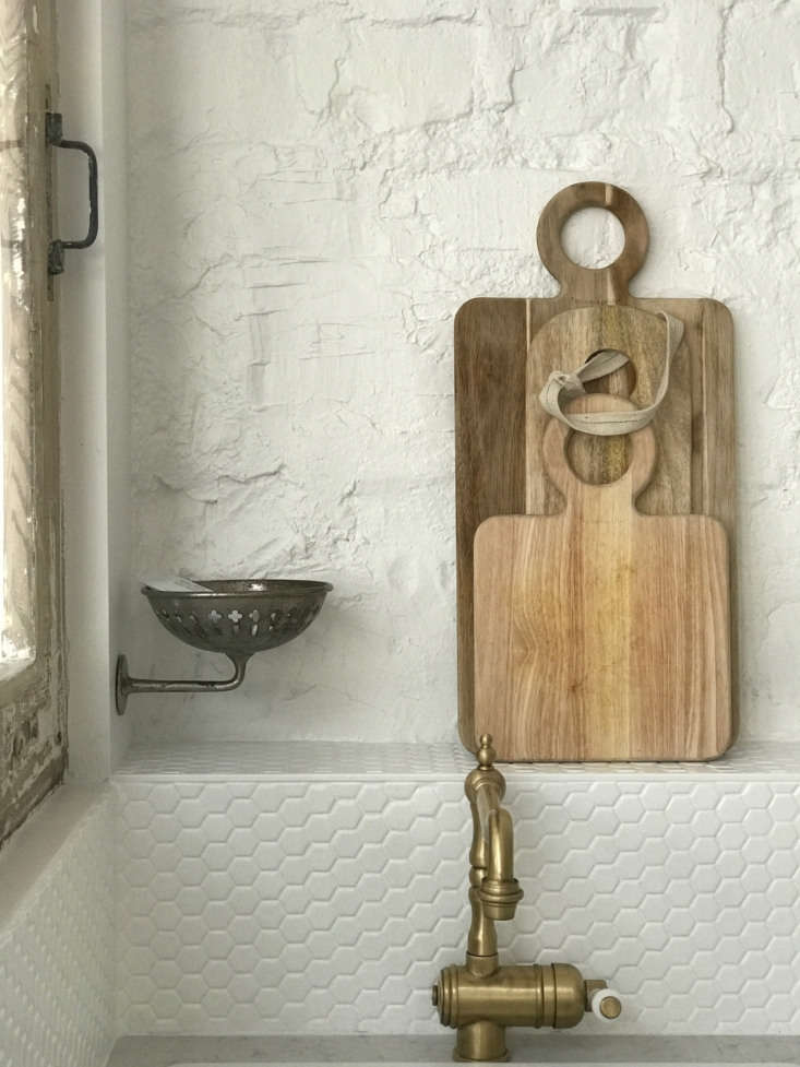 Above the sink: an antique soap dish.
