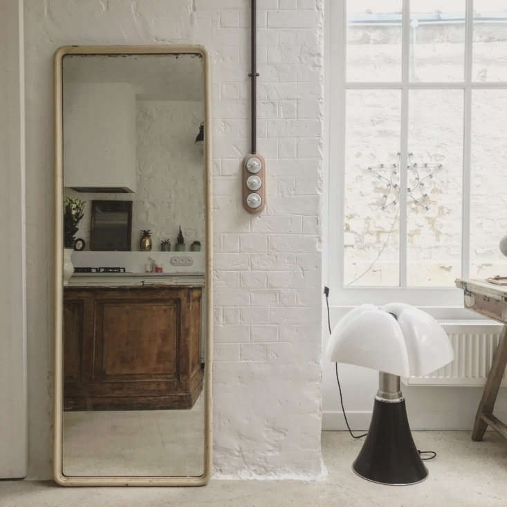 On the opposite wall: a mirror and a statement-making light switch. The couple also sourced some fittings from Zangra.