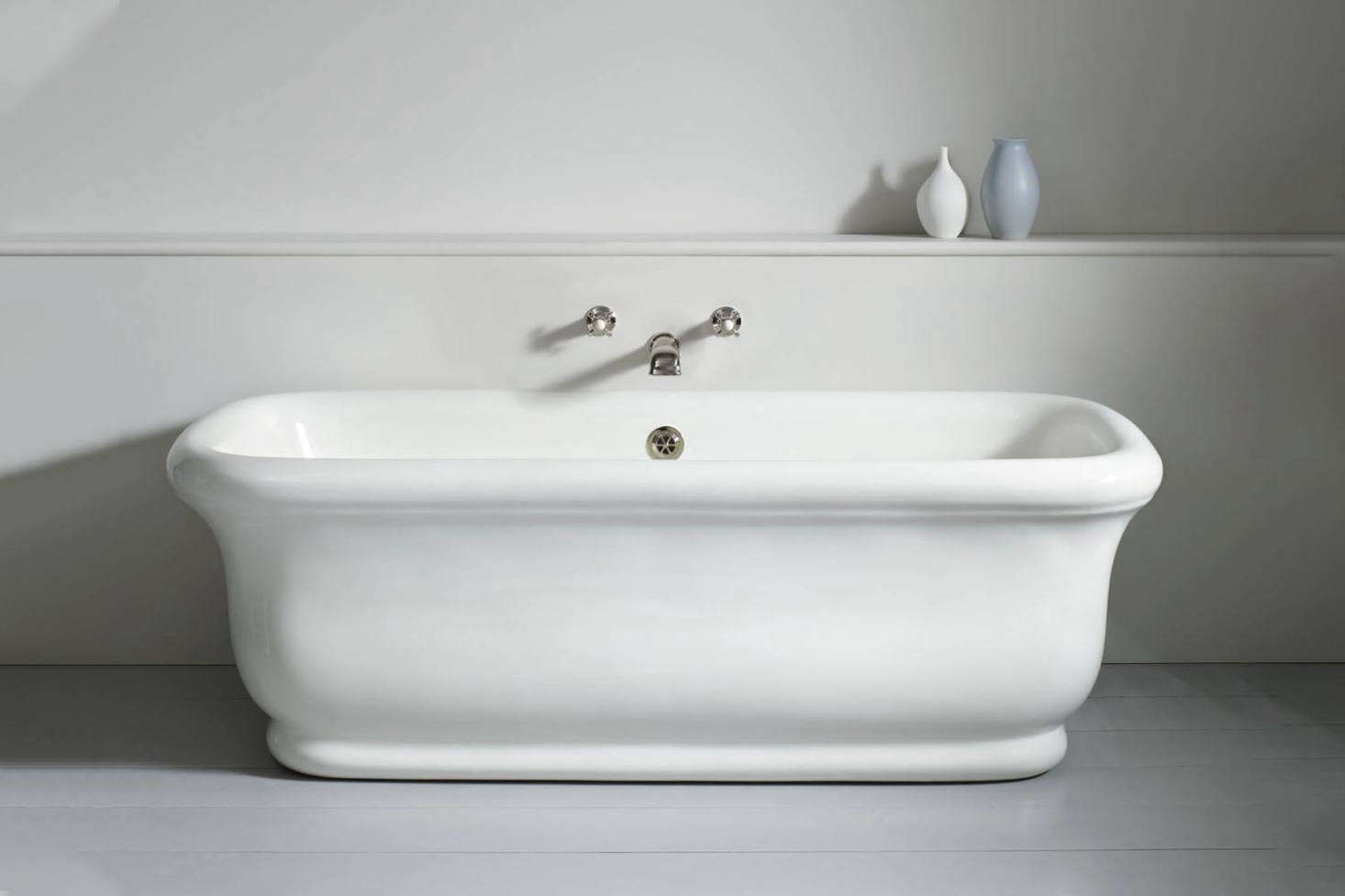 A similar style tub is from The Water Monopoly: the Paris Bath Without Feet, a reproduction of an early th Century French fireclay bath made in England; £5,6 at The Water Monopoly.