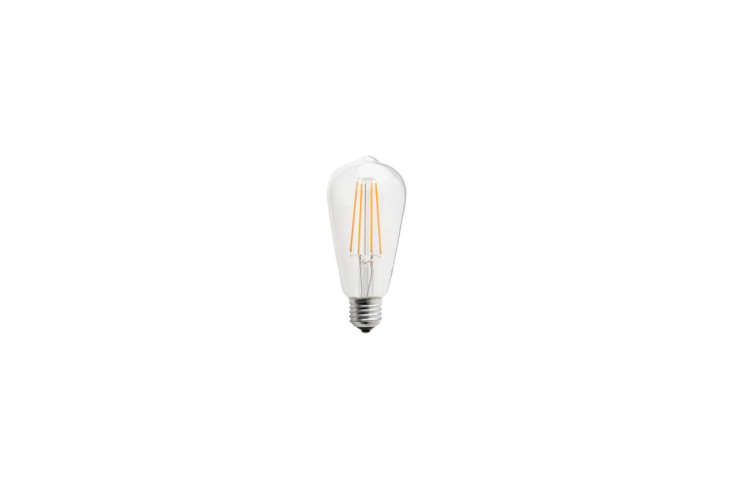 Steal This Look Ensuite Bath Alcove in a London Renovation The Zangra LED Light Bulb Filament Edison 4W casts an extra warm light; €\23.95 at Zangra.