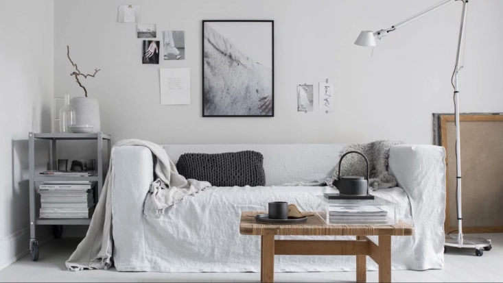 One of our favorite covers offered by Bemz is their Loose Fit Urban style, seen here on Ikea&#8