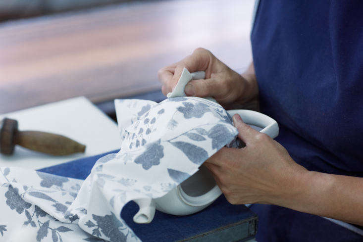 the wet tissue paper is applied to the ware, then rubbed on to transfer the pig 13