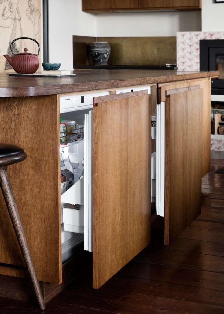 There are three sets of under-counter fridge drawers and a freezer concealed in the island.
