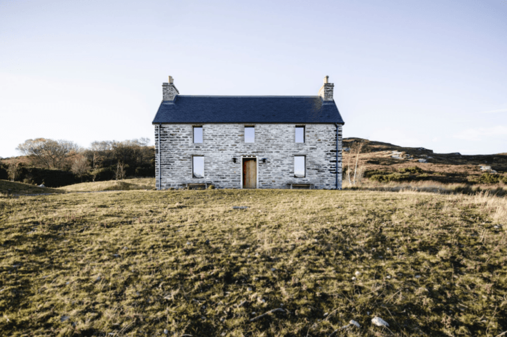 The stone house overlooks the Kyle of Tongue loch and is the only inhabited house to have an unobstructed view. It&#8
