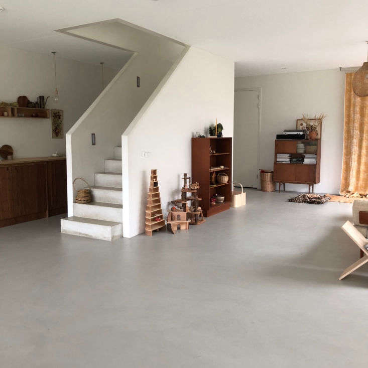 Thrilled to be living for the first time with so much space, Sanne and Wim wanted to keep the main room open and flexible. In contrast to Sanne&#8