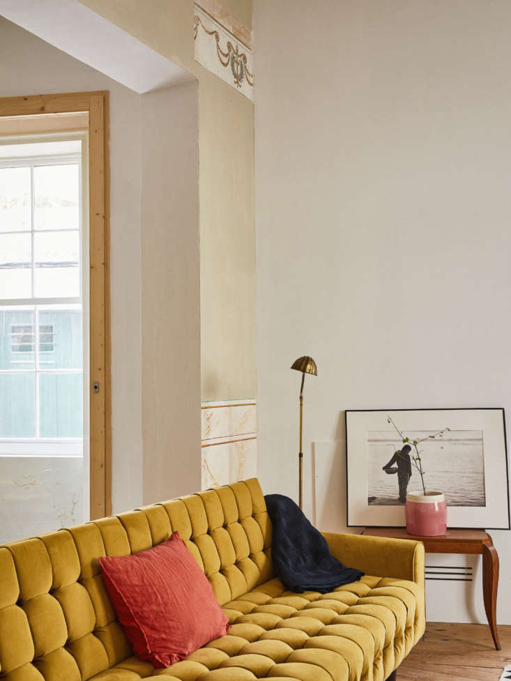 The gold velvet tufted sofa is from PortoBello, a shop in Madrid.