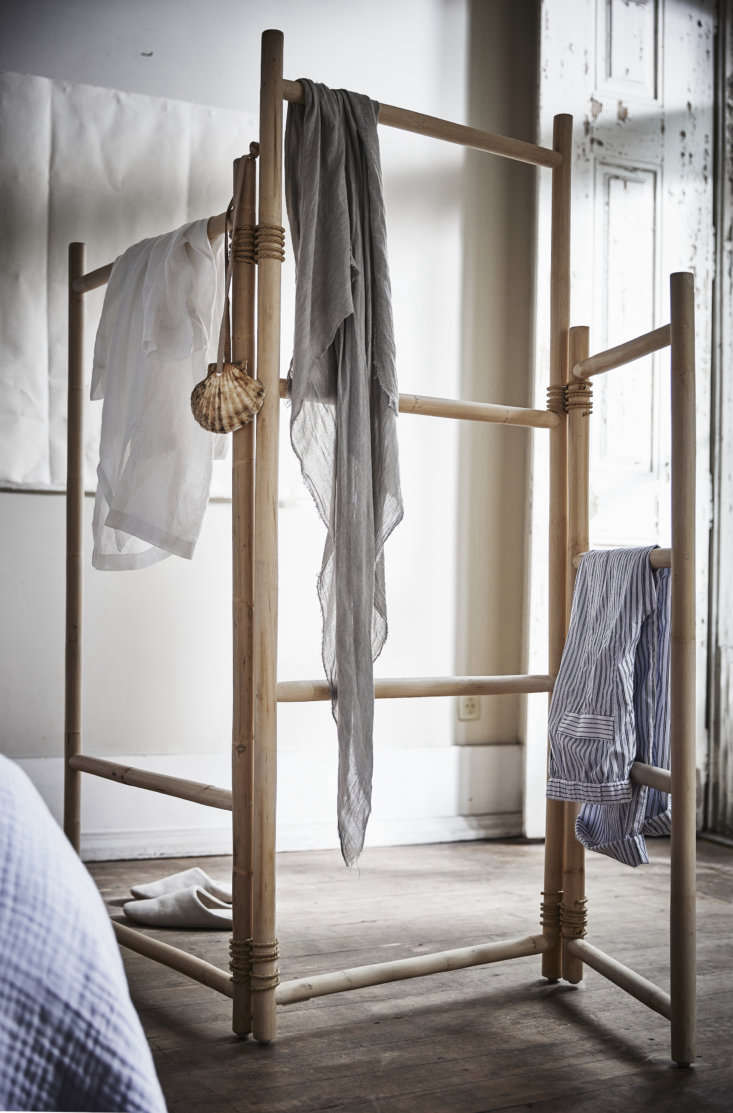 thetänkvärd room divideris reminiscent of a shaker drying rack and can se 11