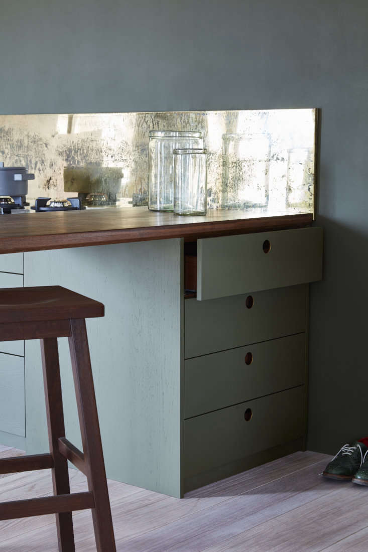 to accommodate the breakfast bar, the drawers at the end of the counter are ori 16