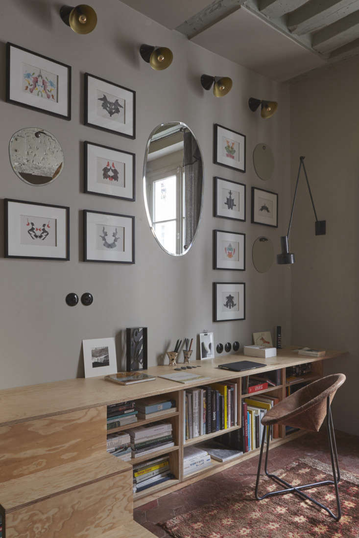 The unit continues into low bookshelves and a simple desk. The irregular oval mirrors throughout, which help to bring in light and the illusion of more space, are the Morning Mirrors from M Nuance.