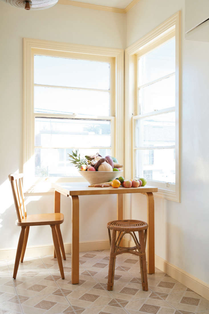 Required Reading Abode by the Owners of General Store in San Francisco A breakfast nook in the couple&#8\2\17;s Great Highway apartment exemplifies what they call &#8\2\20;the mix&#8\2\2\1;: furniture and fittings that &#8\2\20;represent a sort of map of our lives and our tastes,&#8\2\2\1; all tied together by a neutral palette and natural materials. Here, an Alvar Aalto table mixes with a rattan stool, a flea market find.