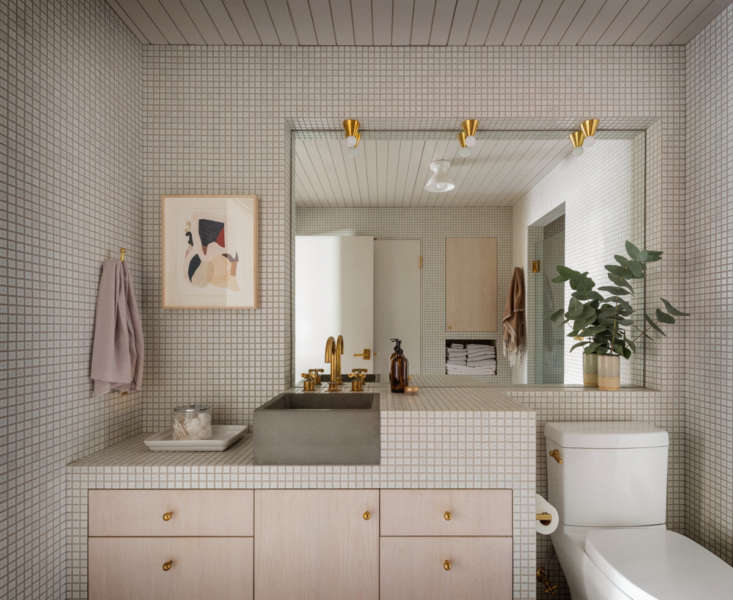 the bathroom is tiled in the same square inch tile as the kitchen, for cohesive 18