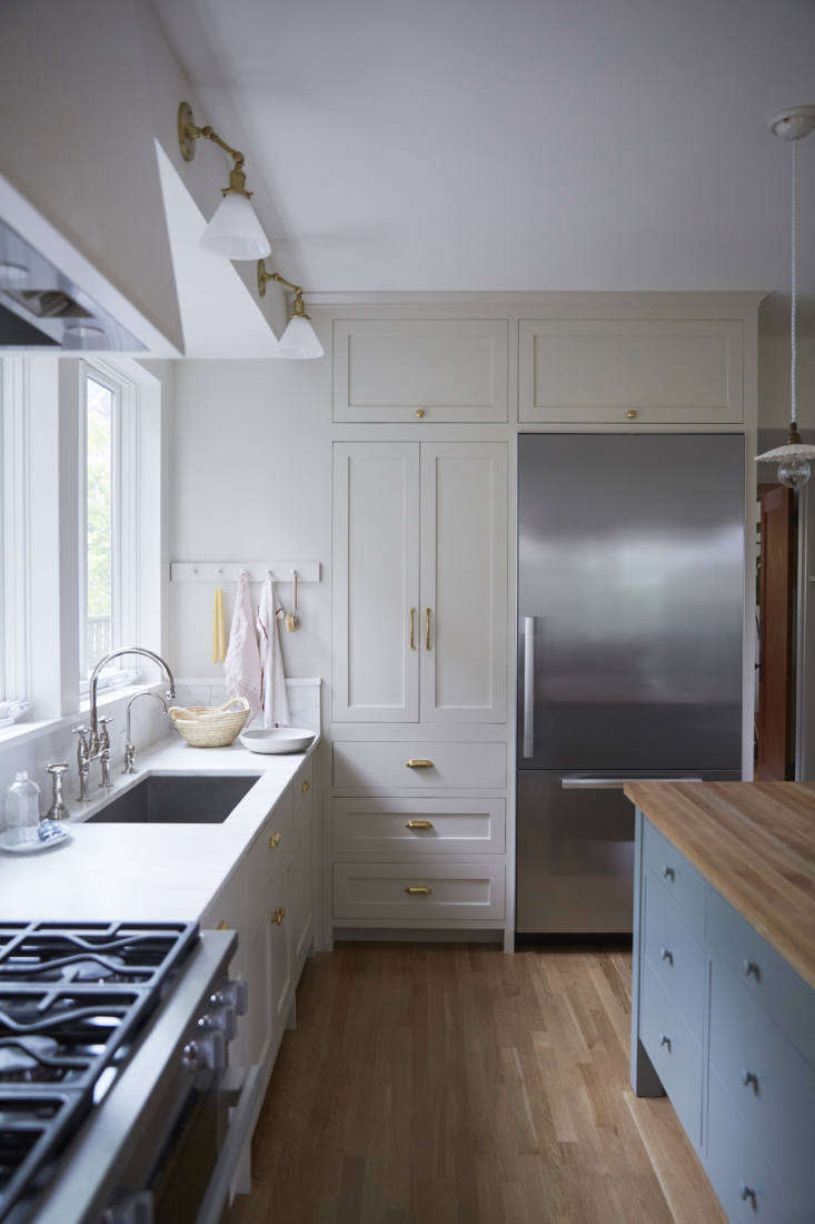 katie designed the cabinets, painted benjamin moore&#8\2\17;s edgecomb gray 10