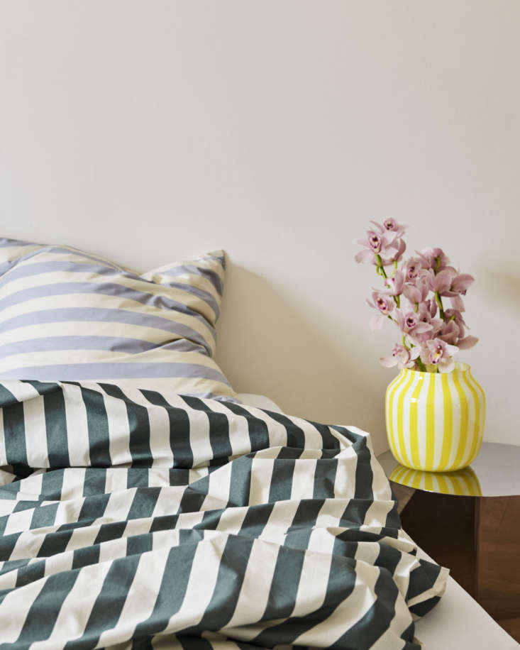 The Ete Collection in dark green includes duvet covers and pillowcases; here, mixed with Ete Collection light blue pillowcases.