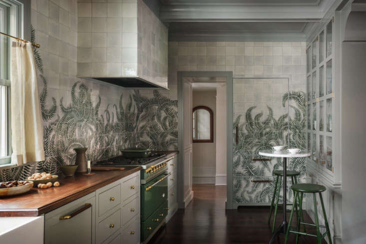 The mural extends to every wall in the kitchen—and even covers the built-in refrigerator &#8