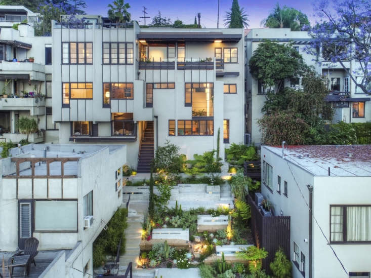 it&#8\2\17;s said that schindler likened this residential complex to greek  9