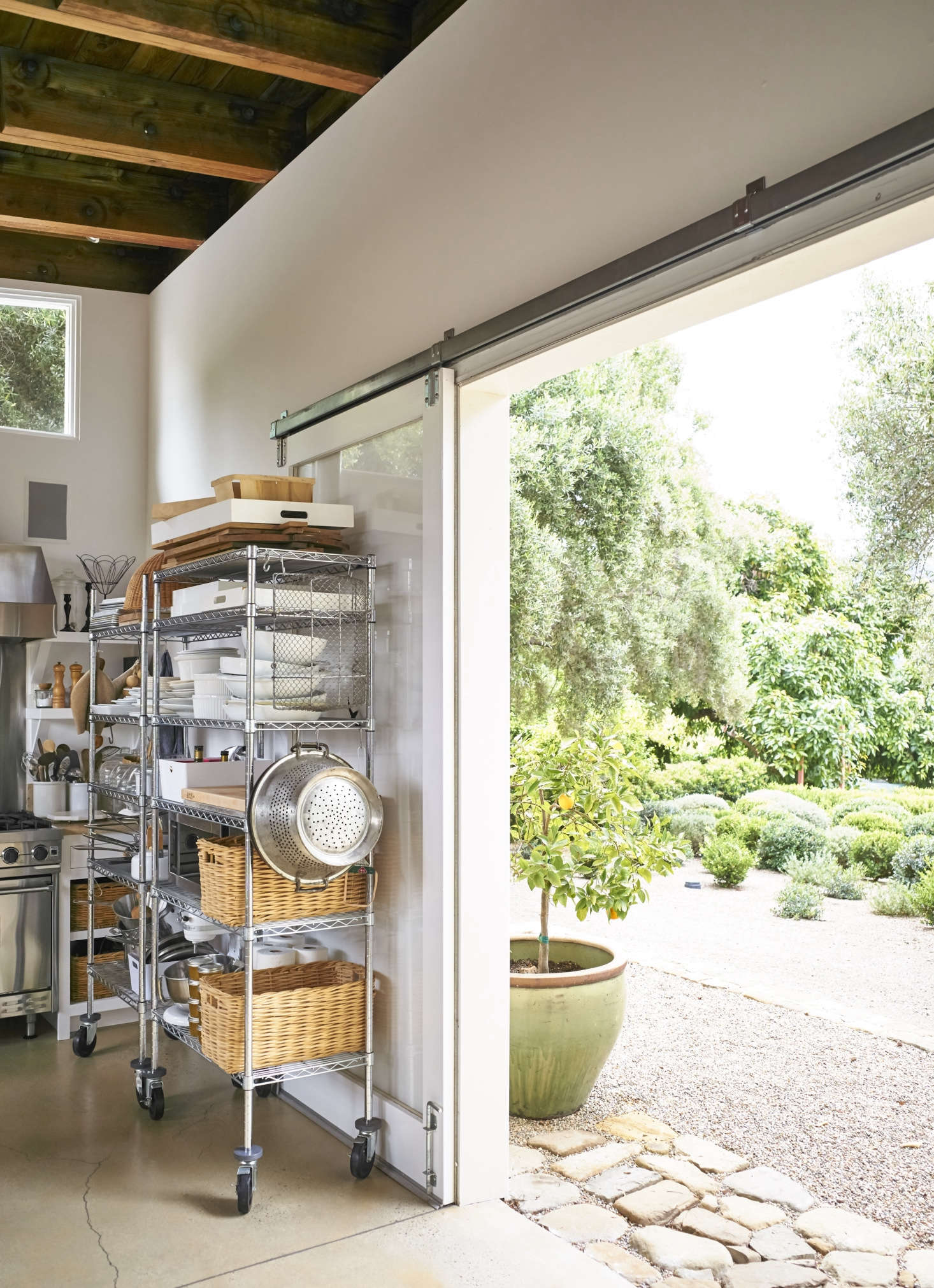 Restaurant-style metal shelves on casters add significant storage for props, bakeware, and utensils, but can be rolled away to clear the room for a shot. The kitchen opens directly onto Pearson&#8