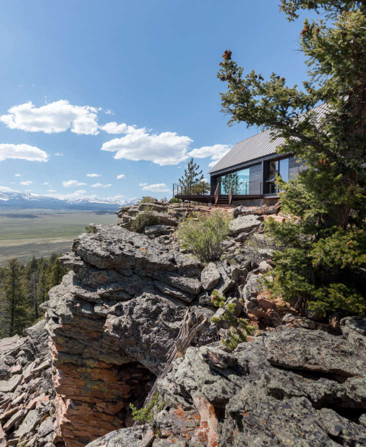 Rocky Mountain Women Power Rene del Gaudios Modern Cabin for Artist Maricel Blum Maricel&#8\2\17;s design brief was &#8\2\20;I want to feel as if I'm perched out on that cliff.&#8\2\2\1; Del Gaudio complied: situated over the South Platt River, the main house faces due south looking out to the Sangre de Cristo Mountains and Collegiate Peaks of the Rockies.