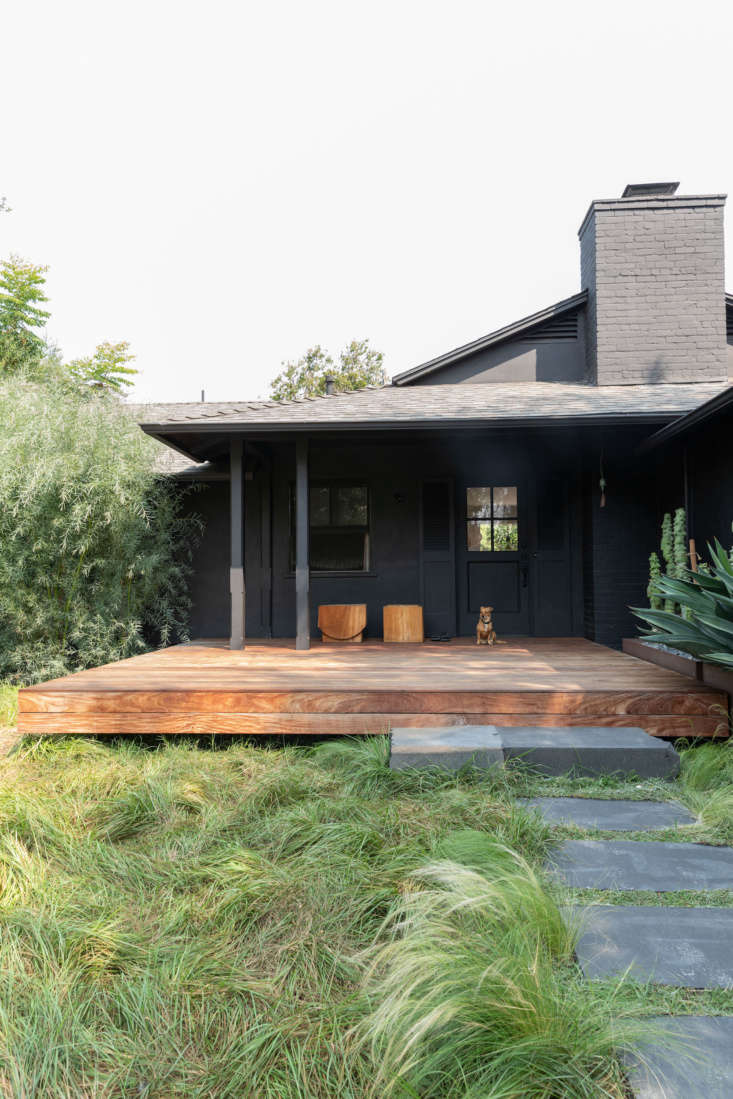 A tousled lawn and black exterior immediately let visitors know this isn&#8