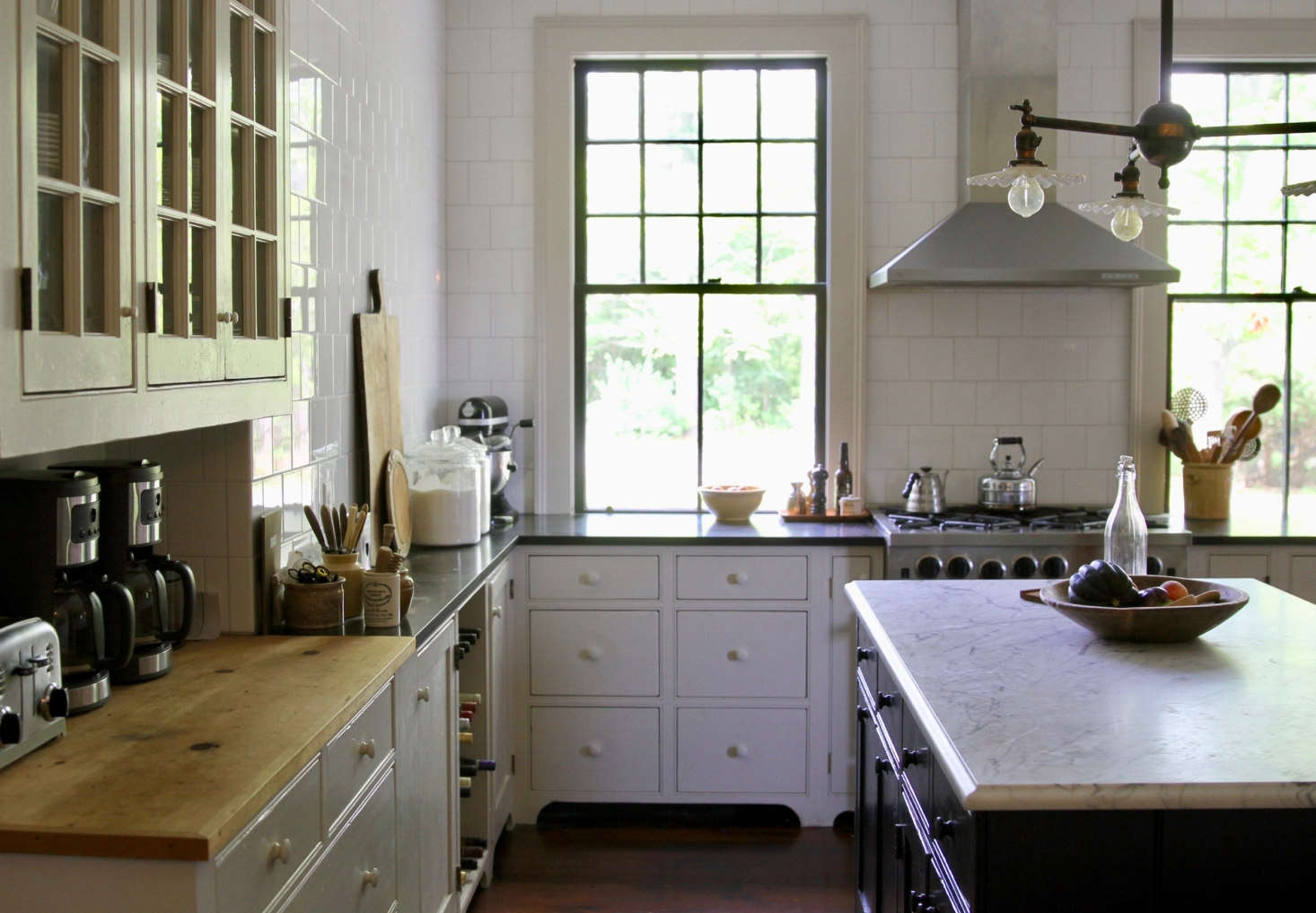 The kitchen cabinets are painted Benjamin Moore&#8