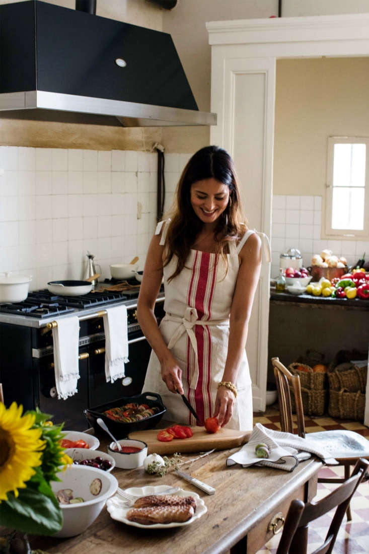 In the French Kitchen with Mimi Thorisson A New Collection from Zara Home Spotted in Thorisson&#8\2\17;s kitchen: whiteArcos Steak Knives(\$\29.90 for a set of four) and a wood handledBerghoff Cast Iron Saucepan(\$89.90) on the stove.