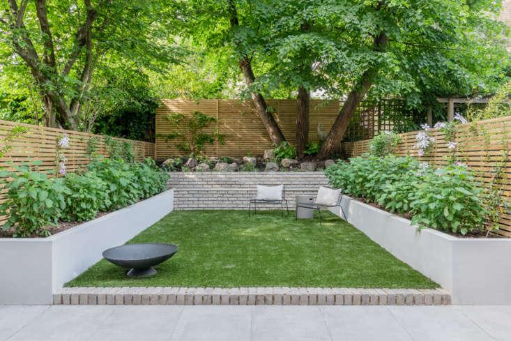 Large ceramic tiles from Solus Ceramics make up the patio. (&#8