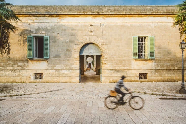 the dusty exterior of the hotel leads to a series of courtyards and rooms beyon 9