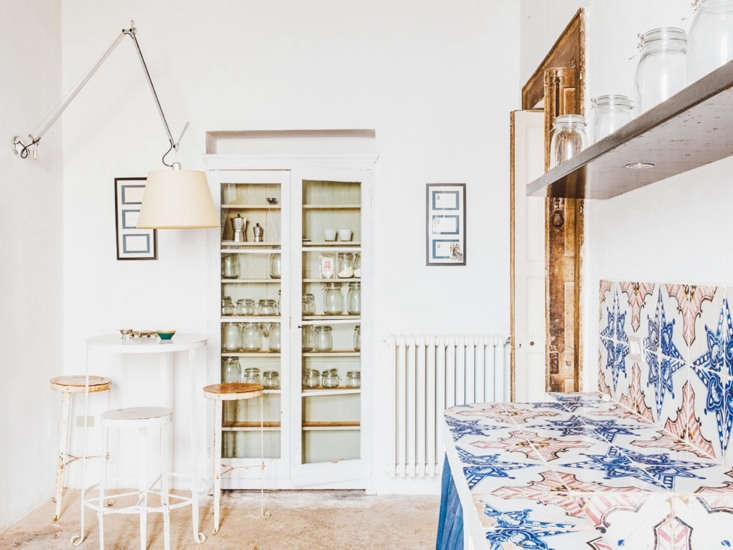 A small breakfast area—and glass-fronted storage—in the kitchen.