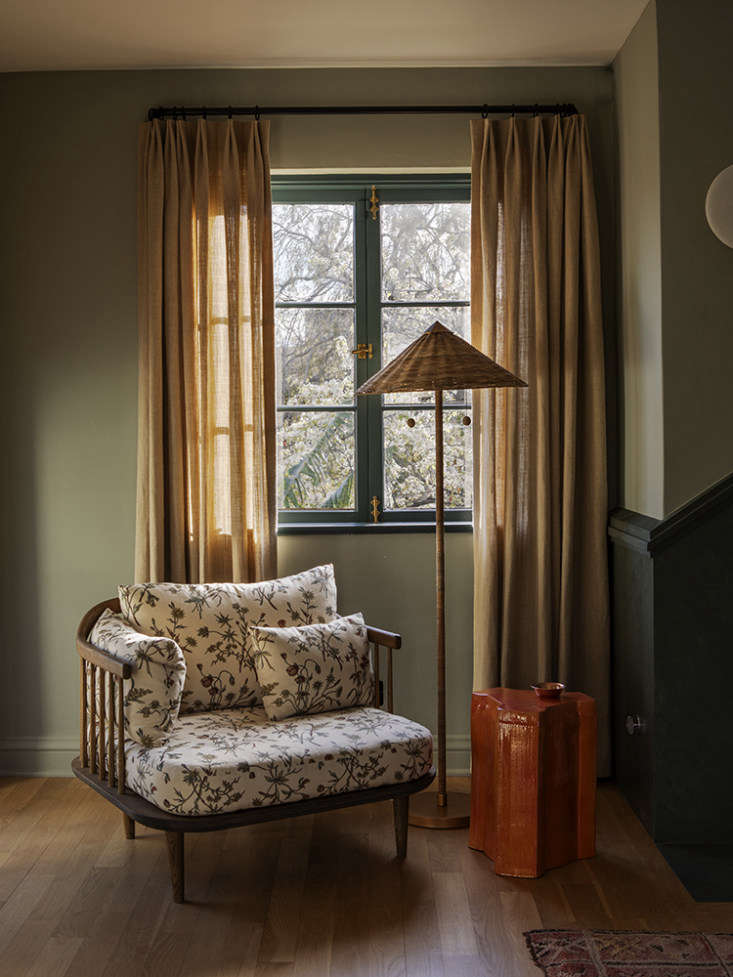 LA Autumnal A 1920s House Makeover Composed in Jewel Tones Merrill upholstered McKuin&#8\2\17;s &Tradition Fly Chairin a Robert Kime English floral fabric &#8\2\20;for an unusual update.&#8\2\2\1; The standing lamp is from Arteriors. The curtains are made of hemp canvas from Hemp Traders.