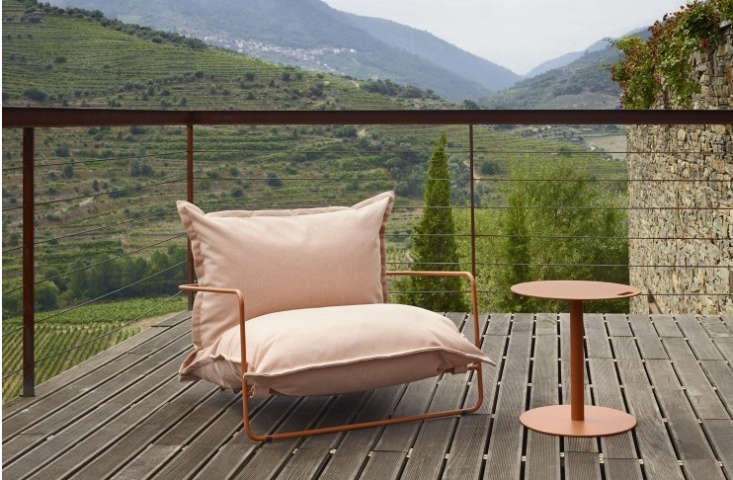 The Fica-L Lounge Chair, part of the Fica collection of settees, tables, and more, is available in a wide range of colorways.