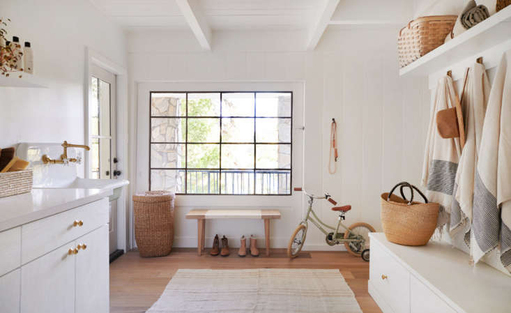 California Style Epitomized An Airy Lakeside House Redone by Jenni Kayne &#8\2\20;I've always had a very clean and natural sense of style,&#8\2\2\1; Jenni says of her trademark aesthetic. &#8\2\20;Itrulybelieve in living well and to me thattoucheseverything, fromyour daily uniform to how you'reentertaining and cooking to what your home looks like. In the Lake House,our goal was to keep everything light and bright, replacing dark, dingy tile with calming whites and state of the art trimmings.&#8\2\2\1;