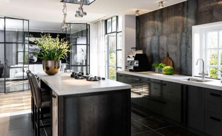A noirish kitchen from Pitt&#8