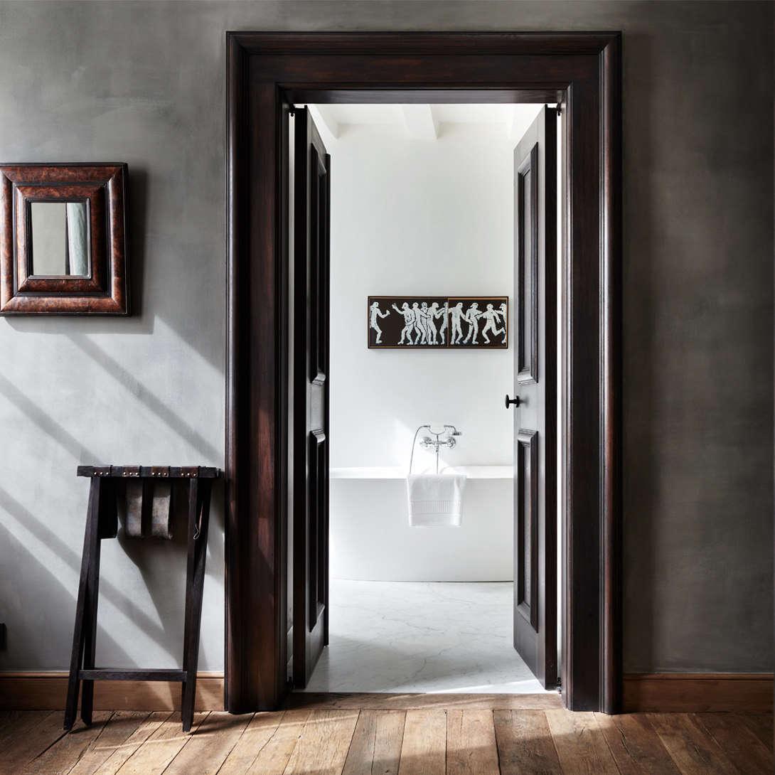 A view into an ensuite bath.